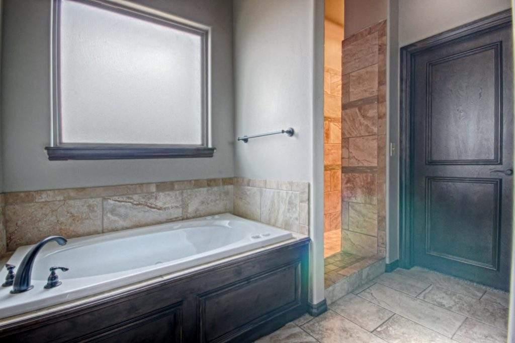 017_Master Bath (b)